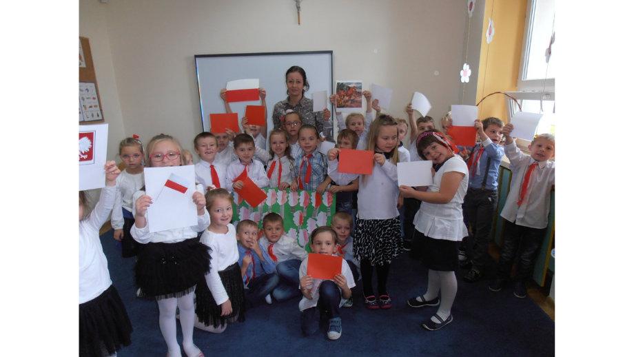 Przedszkolaki obchodzą Święto Niepodległości