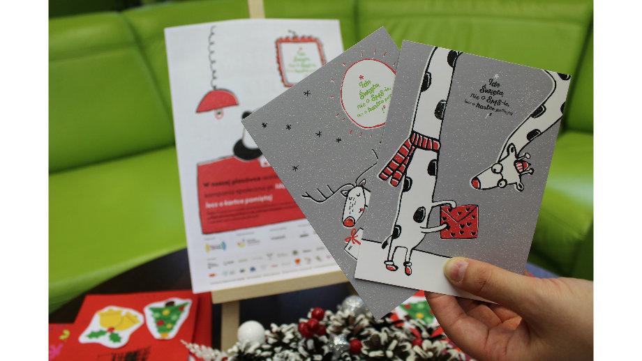 """Idą Święta! """"Ożywione"""" kolorowanki i świąteczne kartki w Krośnieńskiej Bibliotece Publicznej"""